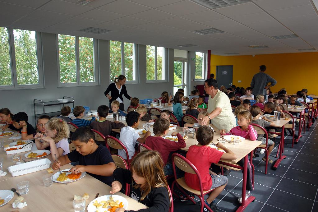 Restaurant d'enfants à l'école Anatole-France, Is-sur-Tille